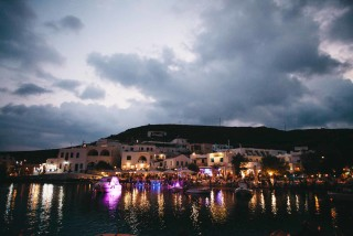 about kythnos porto klaras restaurants by night at the Cycladic island