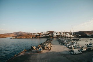 about kythnos porto klaras boats in Loutra Port during the evening
