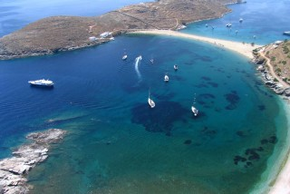 beaches porto klaras luxury yachts in kolona beach on Kythnos island