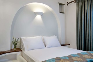 family suites porto klaras cycladic double bedroom with minimal decoration and flowers