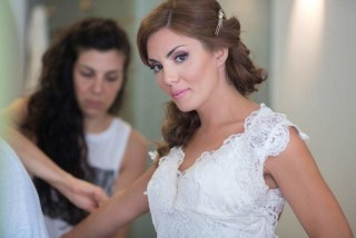 weddings porto klaras bride is getting ready and dressed