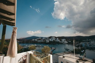 weddings porto klaras apartments with view to the sea and Kythnos island