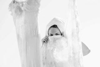weddings porto klaras woman photoshoot with her wedding dress