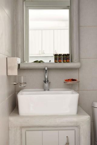VIP studios porto klaras bathroom with elegant furniture and brand bath products: shampoo, shower gel and olive soap