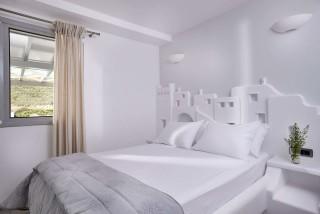 VIP studios porto klaras bedroom with romantic view of Kythnos