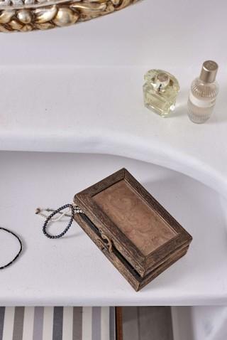VIP studios porto klaras cosmetics, jewelry and perfumes