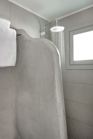 VIP studios porto klaras elegant shower and clean towels