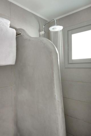 VIP studios porto klaras elegant shower and clean towels