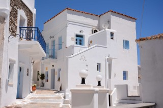 about kythnos porto klaras Cycladic local buildings