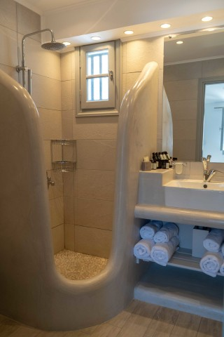 porto klaras junior suites shower