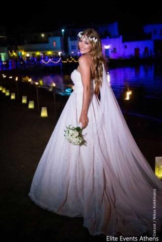 weddings porto klaras elegant bride holding flowers and wearing her wedding dress in Kythnos